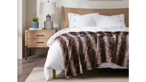 Beautyrest Zuri Oversized Heated Faux Fur Throw