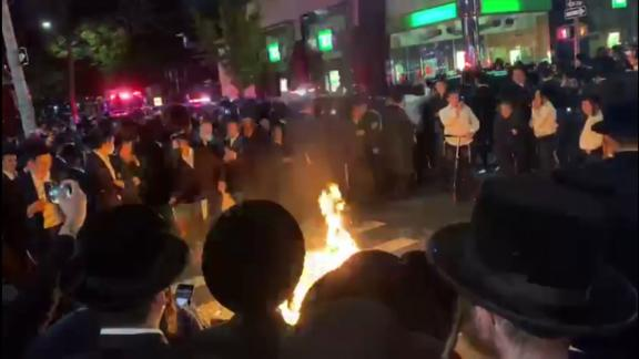 Image for Members of Orthodox Jewish community protest for a second night in Brooklyn over new Covid-19 restrictions
