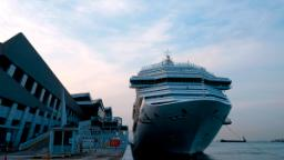 Singapore introduces 'cruises to nowhere' | Daily's Flash 201008023439 singapore cruise ship 0310 hp video  Singapore introduces 'cruises to nowhere' | Daily's Flash 201008023439 singapore cruise ship 0310 hp video