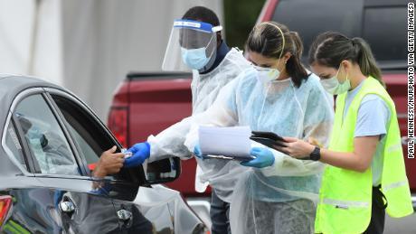 Florida akan menjadi & # 39; seperti rumah yang terbakar & # 39;  dalam beberapa minggu dengan pembatasan virus korona yang longgar, kata pakar penyakit menular