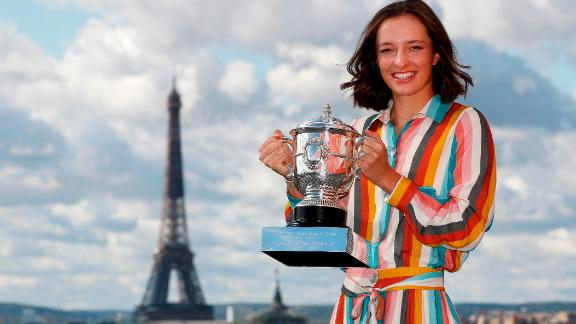 PARIS, FRANCE - OCTOBER 11: Iga Swiatek of Poland poses on the rooftop of les Galeries Lafayettes Rue de la Chaussee d'Antin with the Suzanne Lenglen Cup following her victory in the Women's Singles Final against Sofia Kenin of The United States of America on day fifteen of the 2020 French Open on October 11, 2020 in Paris, France. (Photo by Clive Brunskill/Getty Images)
