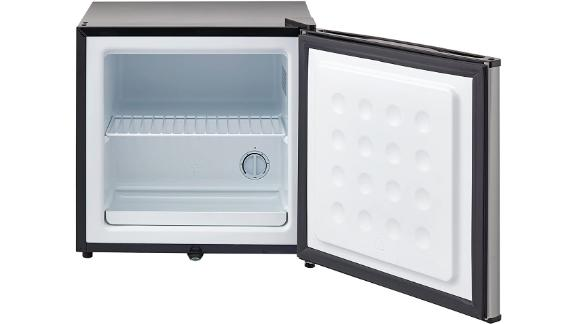 Whynter Energy Star Upright Lock-Stainless Steel Freezer