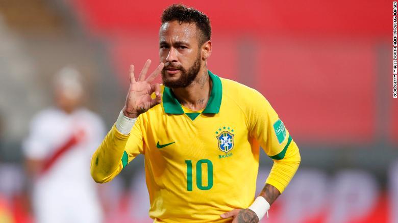 Neymar merayakannya setelah menyelesaikan hat-tricknya melawan Peru.