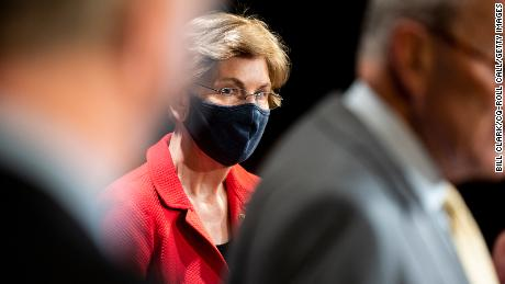 Elizabeth Warren demands investigation into elite investors accessing Trump briefings