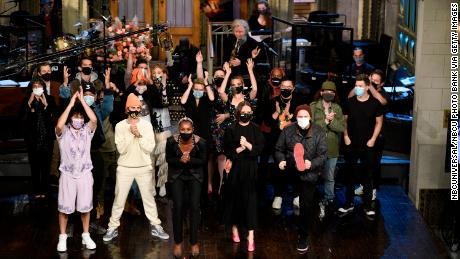 The cast of 'Saturday Night Live' takes a bow following the Issa Rae-hosted episode of the NBC sketch show.=