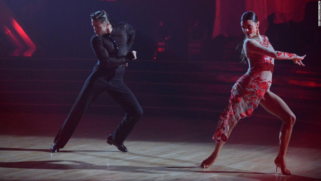 Derek Hough returns to the floor on 'Dancing with the Stars'