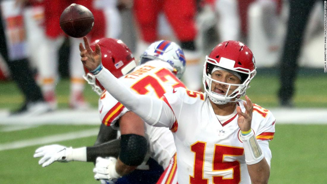 Patrick Mahomes breaks NFL touchdown pass record as the Kansas City Chiefs bounce back to win