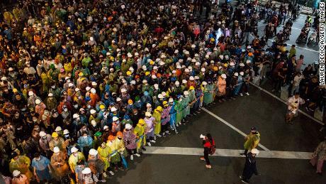 Des milliers de manifestants pro-démocratie défilent vers Government House le 21 octobre 2020 à Bangkok.