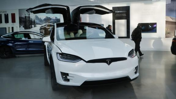 NEW YORK, NEW YORK - JANUARY 30: A tesla vehicle is displayed in a Manhattan dealership on January 30, 2020 in New York City. Following a fourth-quarter earnings report, Tesla, the electric car company, saw its stock surge to another record high Thursday that blew past estimates, giving the leading maker of electric vehicles a market valuation of $115 billion. Shares of Tesla (TSLA) rose 10.3%, closing at 640.81, a new closing high. (Photo by Spencer Platt/Getty Images)