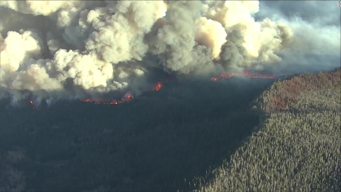 Cars clog highways as families flee East Troublesome Fire in Colorado