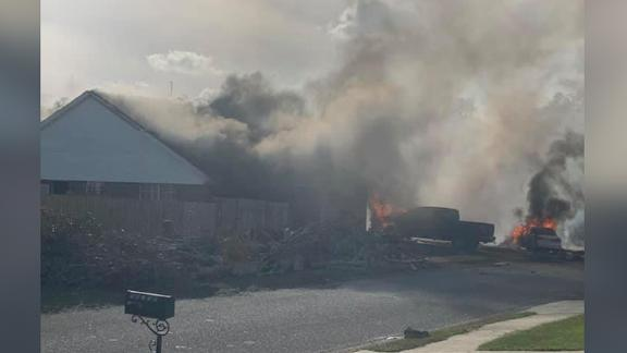 A neighbor captured the scene of heavy smoke filling the sky moments after a US Naval aircraft crashed in Magnolia Springs, Alabama on Friday evening. Greg Crippen, who recorded the footage, says the crash took place in his subdivision on Mansion St immediately behind the Magnolia School.