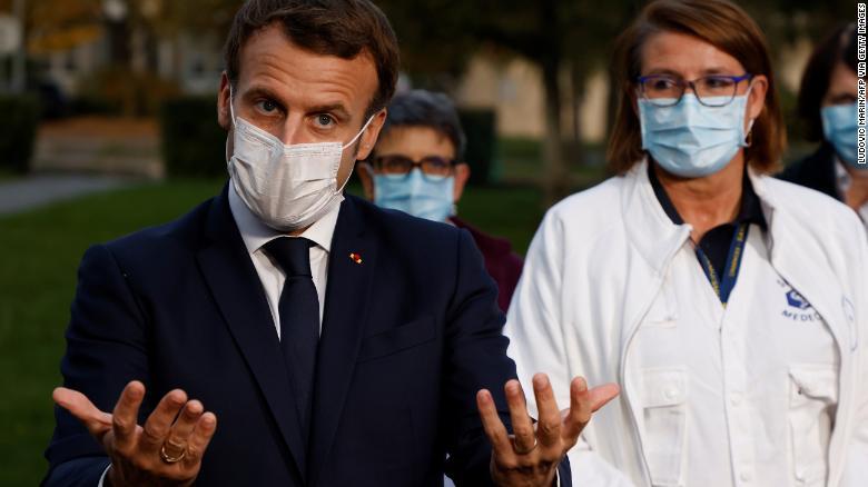 Tổng thống Pháp Emmanuel Macron phát biểu với báo chí tại Pontoise, trong lễ hội Val d & # 39; Oise, vào ngày 23 tháng 10.