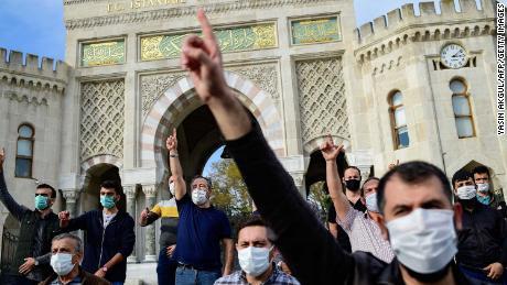 Les appels au boycott des produits français se multiplient dans le monde musulman après que Macron a soutenu les caricatures de Mahomet
