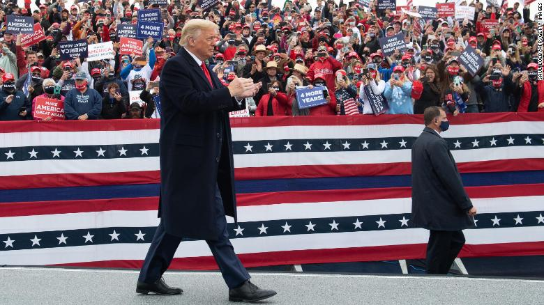 Donald Trump is (still) totally obsessed with crowd size