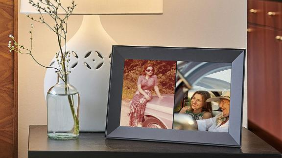 Aura Carver Smart Digital Picture Frame