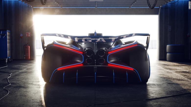Me një theks në aerodinamikën, Bugatti Bolide është edhe më i ulët në tokë sesa makinat e tjera të Bugatti.