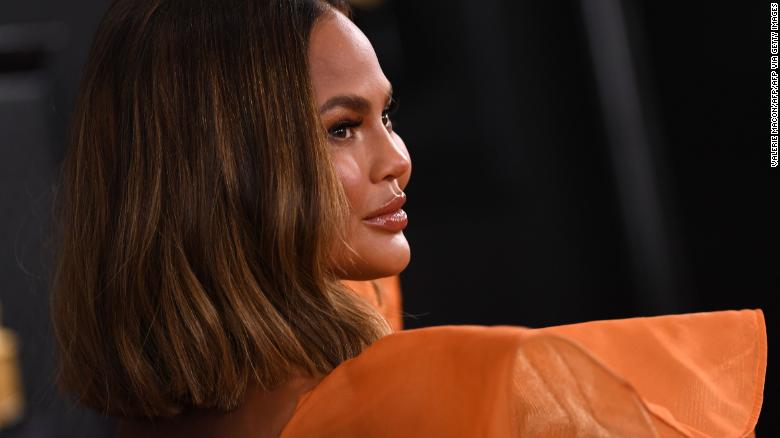 Chrissy Teigen tells fans she's 'four weeks sober'