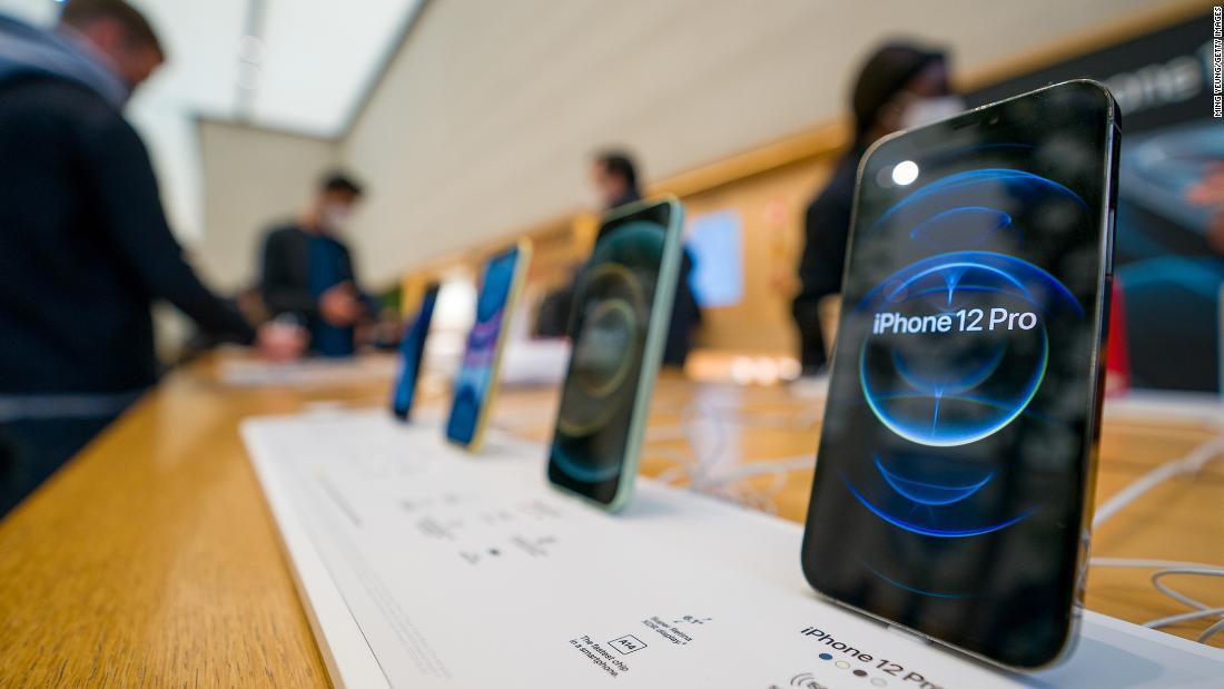 Apple shares fall despite surprise revenue gain – CNN