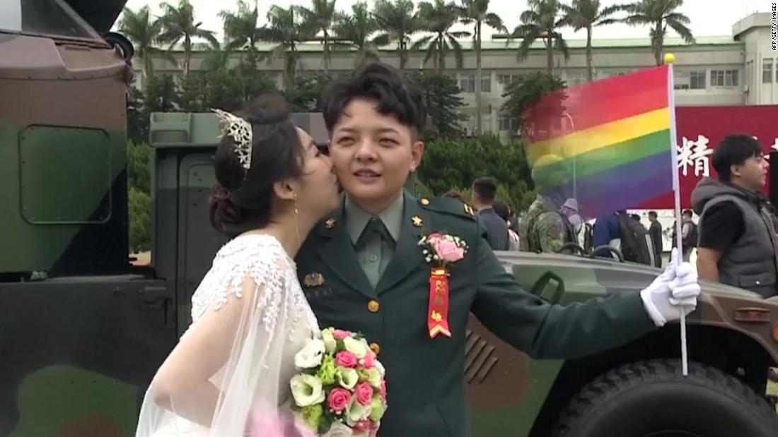 Two gay couples in Taiwan make history in military wedding – CNN Video