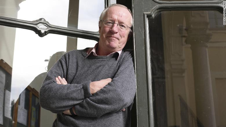Robert Fisk, the journalist who interviewed bin Laden, dies at 74