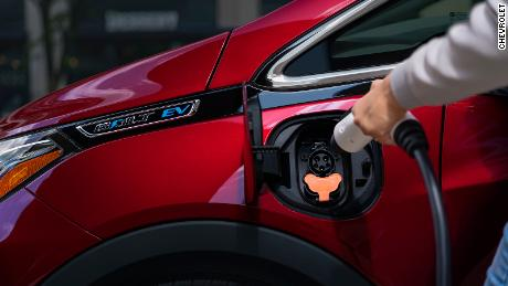 Want to invest in electric cars? GM could be a better bet than Tesla