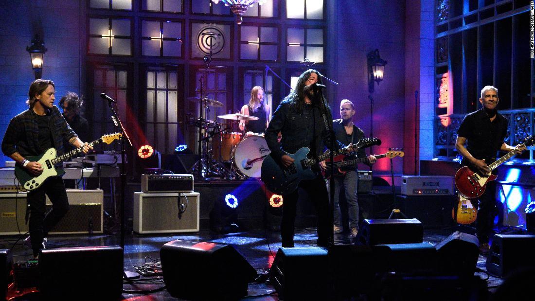 Foo Fighters on 'SNL': Band debuts new single 'Shame Shame ...