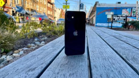 CNN Underscored: l'iPhone 12 Mini est ce que tous les petits téléphones devraient être