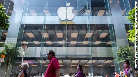 اپل تجارت جدید خود را با ارائه دهنده آیفون که از دانشجویان در شیفت شب استفاده می کند ، تعطیل می کند