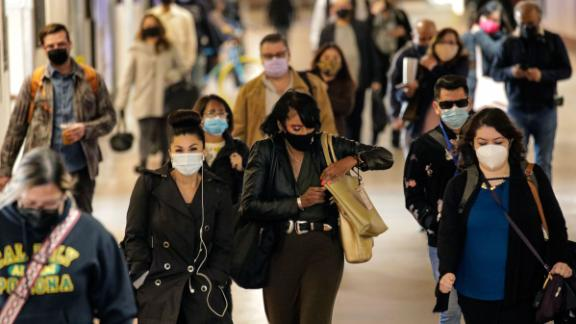LOS ANGELES, CA - NOVEMBER 10: Following COVID-19 precautions commuters in face coverings at Union Station on Tuesday, Nov. 10, 2020 in Los Angeles, CA. (Irfan Khan / Los Angeles Times via Getty Images)