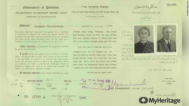 Documenti che mostrano Benjamin ed Emma Heidelberger furono naturalizzati nella Palestina mandataria britannica nel 1942