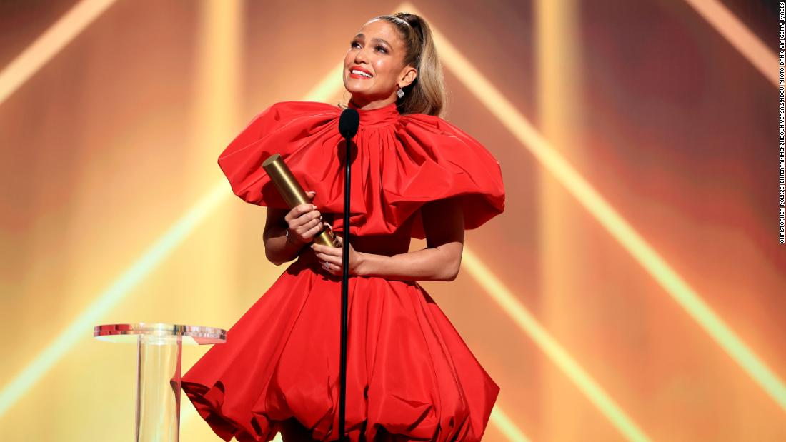 Jennifer Lopez says 2020 taught her what 'matters most' during E! People's Choice Award speech