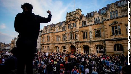 A controversial colonialist's statue will remain at Oxford University, after college backtracks on removal