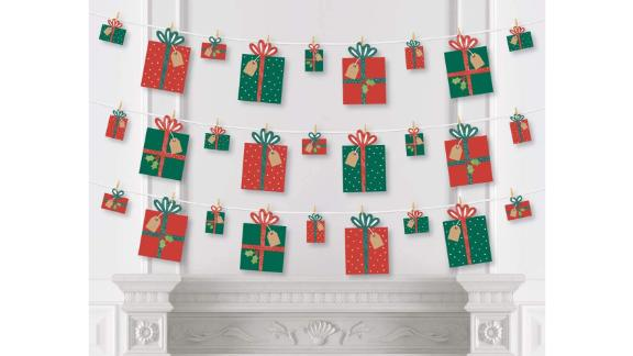 Big Dot of Happiness Happy Holiday Presents Clothespin Garland