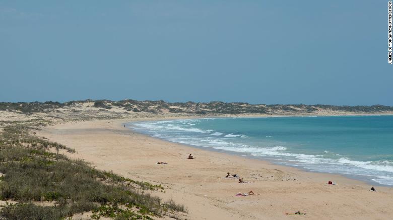 Una imagen de archivo muestra las arenas doradas de Cable Beach, en las afueras de Broome, en el norte de Australia Occidental.