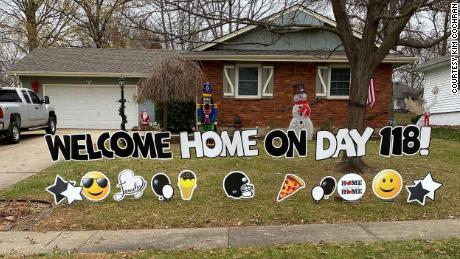 After 118 days in the hospital with Covid-19, one man is finally home just in time for the holidays 3