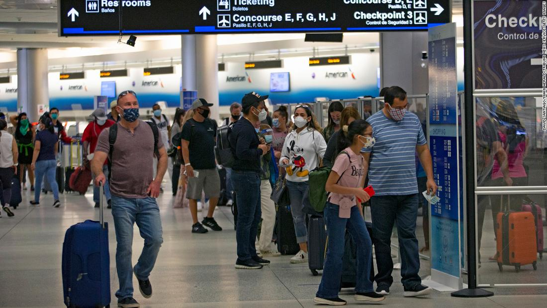 Weekend air travel hits pandemic-era record despite health officials' pleas to stay home – CNN