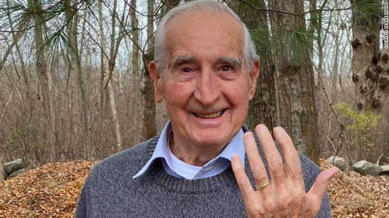 Good Samaritan helps 93-year-old Rhode Island man find lost wedding ring