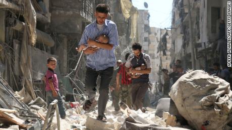 우리는 승자가 역사를 쓰지 않도록 시리아의 인간 이야기를 전합니다.