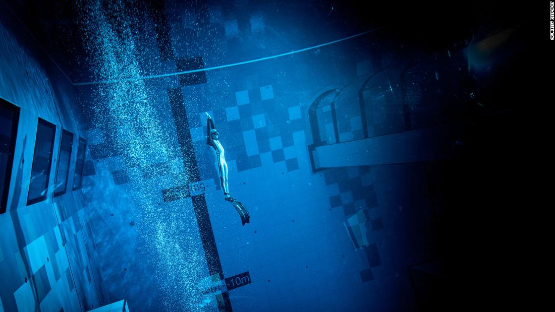 'World's deepest' swimming pool opens in Poland