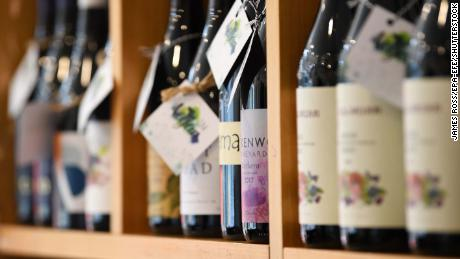 Politicians urge people to buy Australian wine in defiance of China