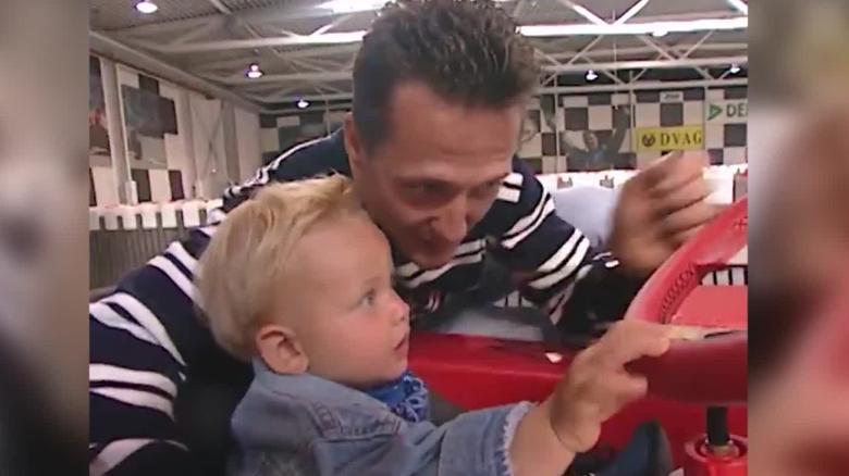 Mick Schumacher tidak segan-segan melakukan perbandingan dengan ayahnya.