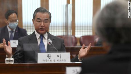 Le ministre chinois des Affaires étrangères Wang Yi lors d'une réunion au ministère des Affaires étrangères à Séoul, Corée du Sud, le jeudi 26 novembre.