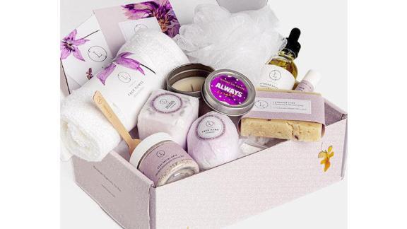 Lizush Relaxation Gift Basket