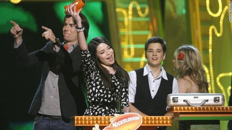 'iCarly' gets a reboot with the original cast