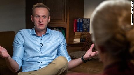 Alexey Navalny a déclaré à Clarissa Ward de CNN qu'il pensait qu'il mourrait sur le vol de Tomsk.