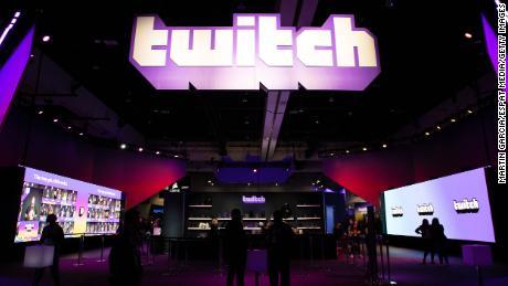 Το Cyberpunk 2077 είναι γεμάτο γυμνό, αλλά το Twitch εξακολουθεί να επιτρέπει στους παίκτες να κάνουν streaming