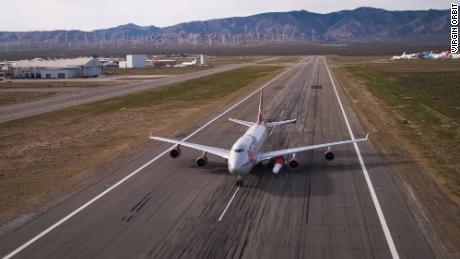هنگامی که موارد Covid-19 افزایش می یابد ، ویرجین اوربیت پروازهای آزمایشی را متوقف می کند