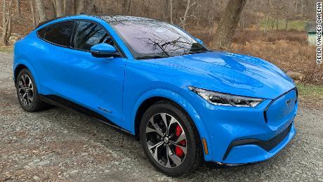フォードのマスタングMach-E電気SUVは素晴らしいですが、テスラにはまだ1つの大きな利点があります