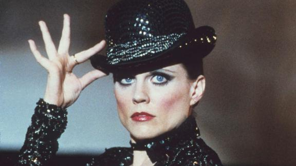 """<a href=""""https://www.cnn.com/2020/12/15/us/ann-reinking-broadway-star-death/index.html"""" target=""""_blank"""">Ann Reinking</a>, the actress, dancer and choreographer who played Roxie Hart in the Broadway musical """"Chicago,"""" died on December 12, her manager confirmed to CNN. She was 71."""