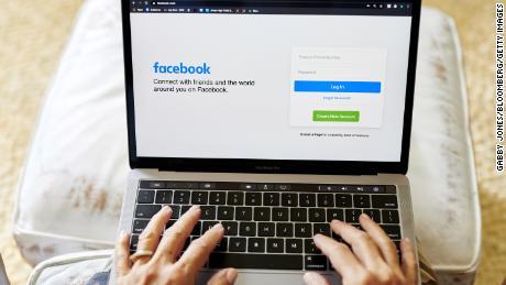 فیس بوک برای لغو ممنوعیت تبلیغات سیاسی